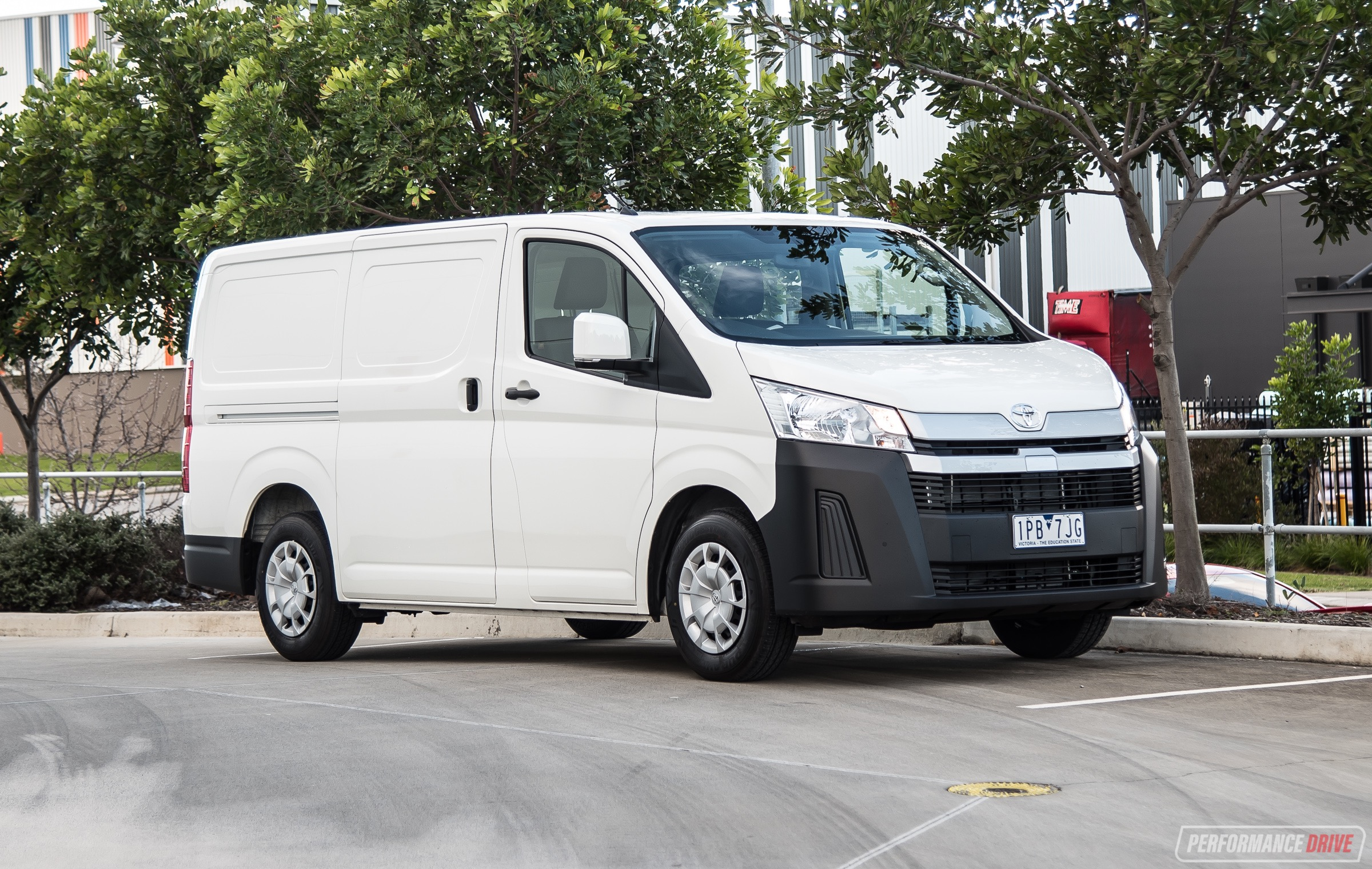 2019 Toyota HiAce review – V6 & Diesel (video)