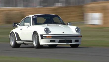 Video: Porsche 911 TAG Turbo with 1.5L V6 F1 engine sprints up Goodwood