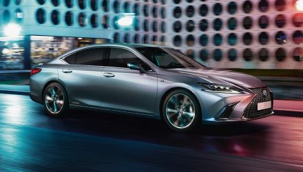 2020 Lexus ES 300h update debuts F Sport option