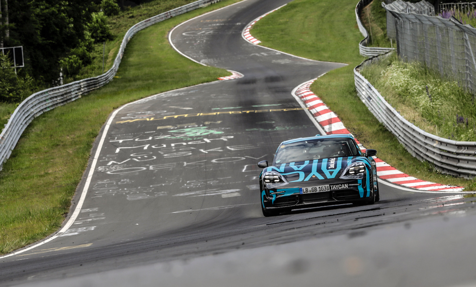Porsche Taycan sets Nurburgring lap record (video