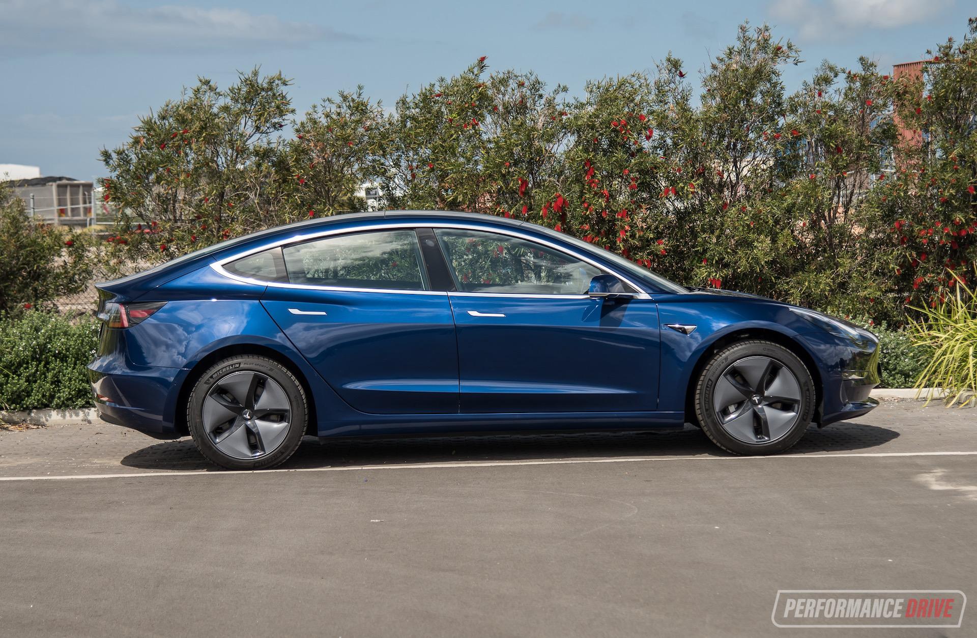 2019 Tesla Model 3 Standard Plus review (video ...