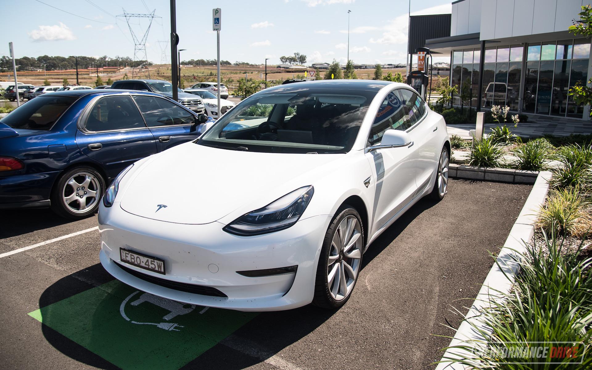 2019 Tesla Model 3 Performance review (video ...
