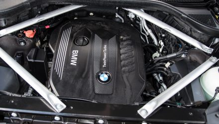 2019-BMW-X7-xDrive30d-engine-1