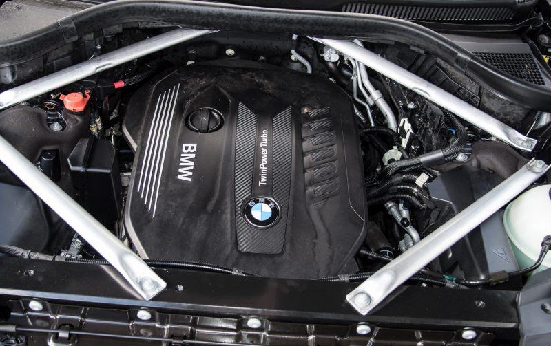 2019-BMW-X7-xDrive30d-engine-1