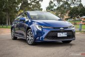 2020 Toyota Corolla SX sedan-headlights