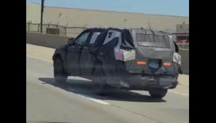 2021 Jeep Grand Cherokee 'WL' prototype spotted, 7-seater? (video)