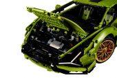 Lego Technic Lamborghini Sian FKP 37 - front compartment