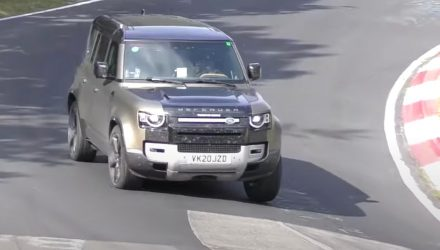 V8 2021 Land Rover Defender test mule spotted (video)