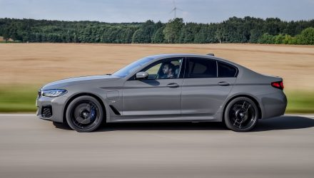 BMW unveils potent 545e xDrive hybrid with inline-6 turbo