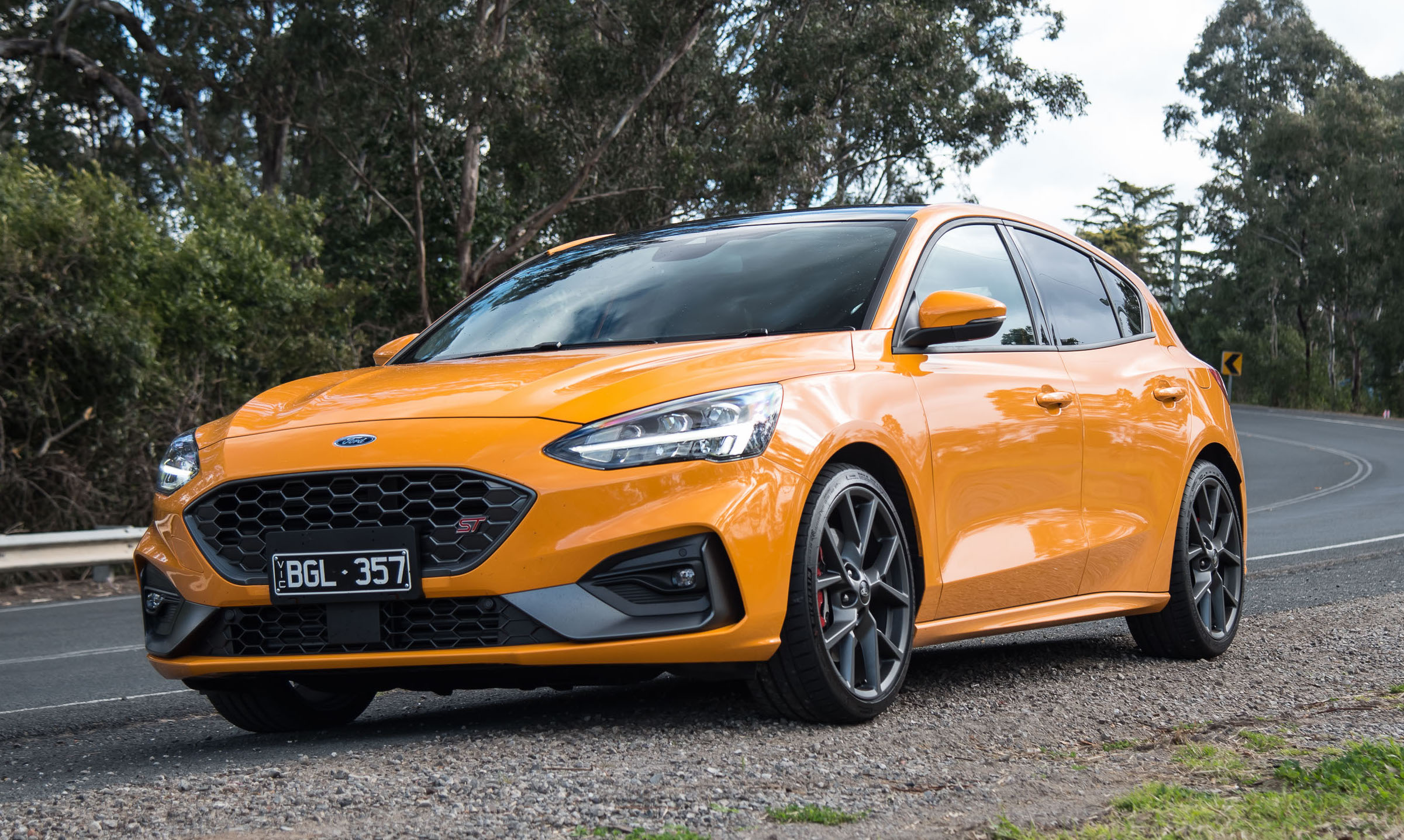 2020 Ford Focus ST review –manual & auto (video)