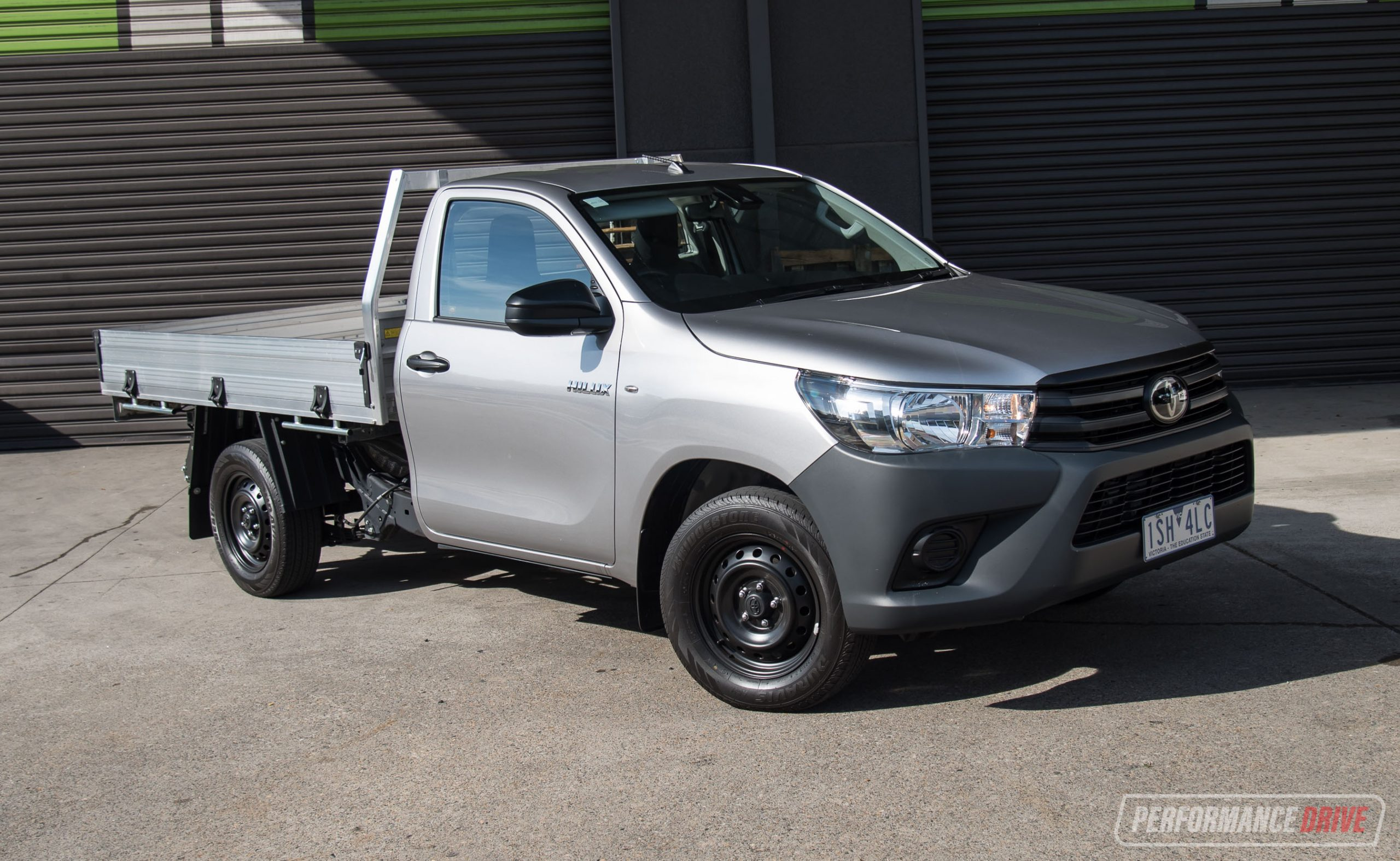 2021 Toyota HiLux WorkMate 2.7 review (video)