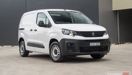 2020 Peugeot Partner SWB 130 THP review (video)
