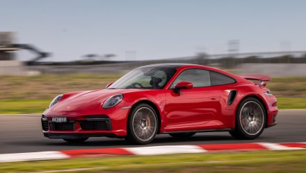 New Porsche 911 Turbo resets lap record at The Bend (video)
