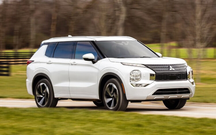 2022 Mitsubishi Outlander Front