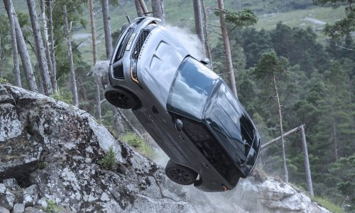 Range Rover Sport SVRs destroyed during 'No Time to Die' Bond filming (video)