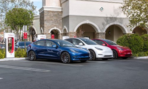 Elon Musk says Hertz received no discount on record 100,000-unit order