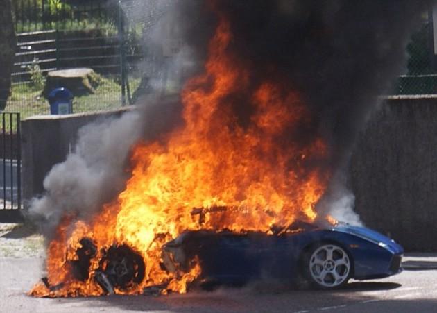 Lamborghini Gallardo Catches Fire In Scotland