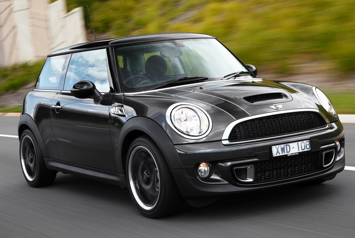 2011 mini cooper s review performancedrive. Black Bedroom Furniture Sets. Home Design Ideas
