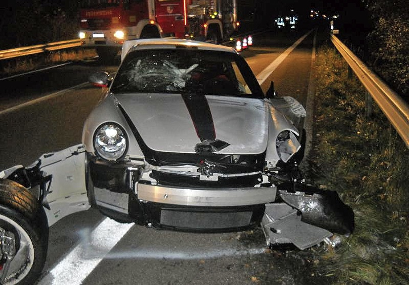 porsche 911 gt3 rs 4 0 crash to be the first performancedrive. Black Bedroom Furniture Sets. Home Design Ideas