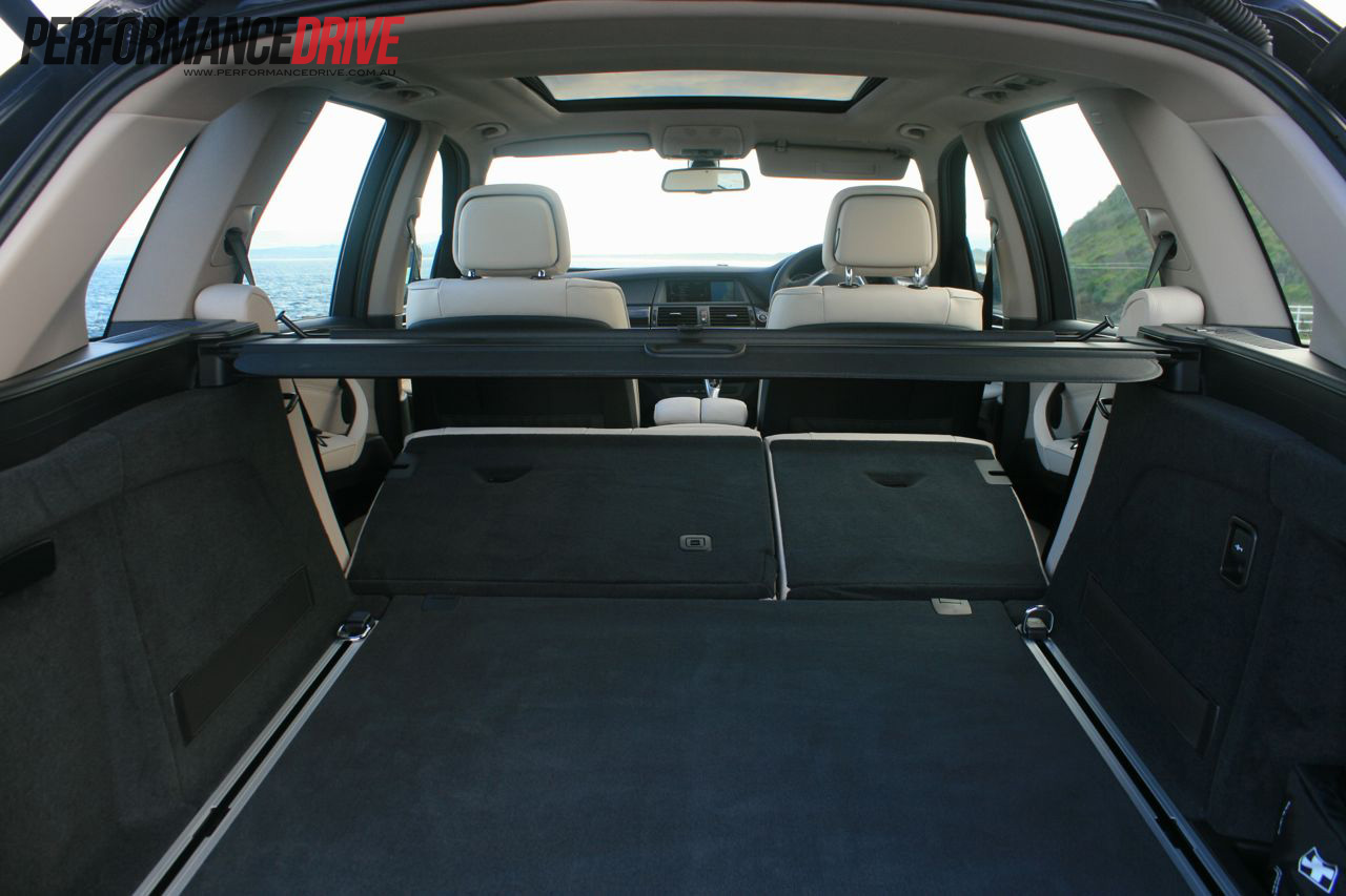 2012 bmw x5 xdrive30d cargo space. Black Bedroom Furniture Sets. Home Design Ideas