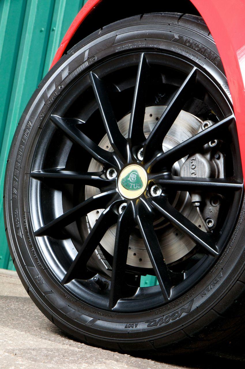 http://performancedrive.com.au/wp-content/uploads/2012/04/2012-Lotus-Elise-Club-Racer-front-brakes.jpg