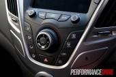 2012 Hyundai Veloster centre fascia