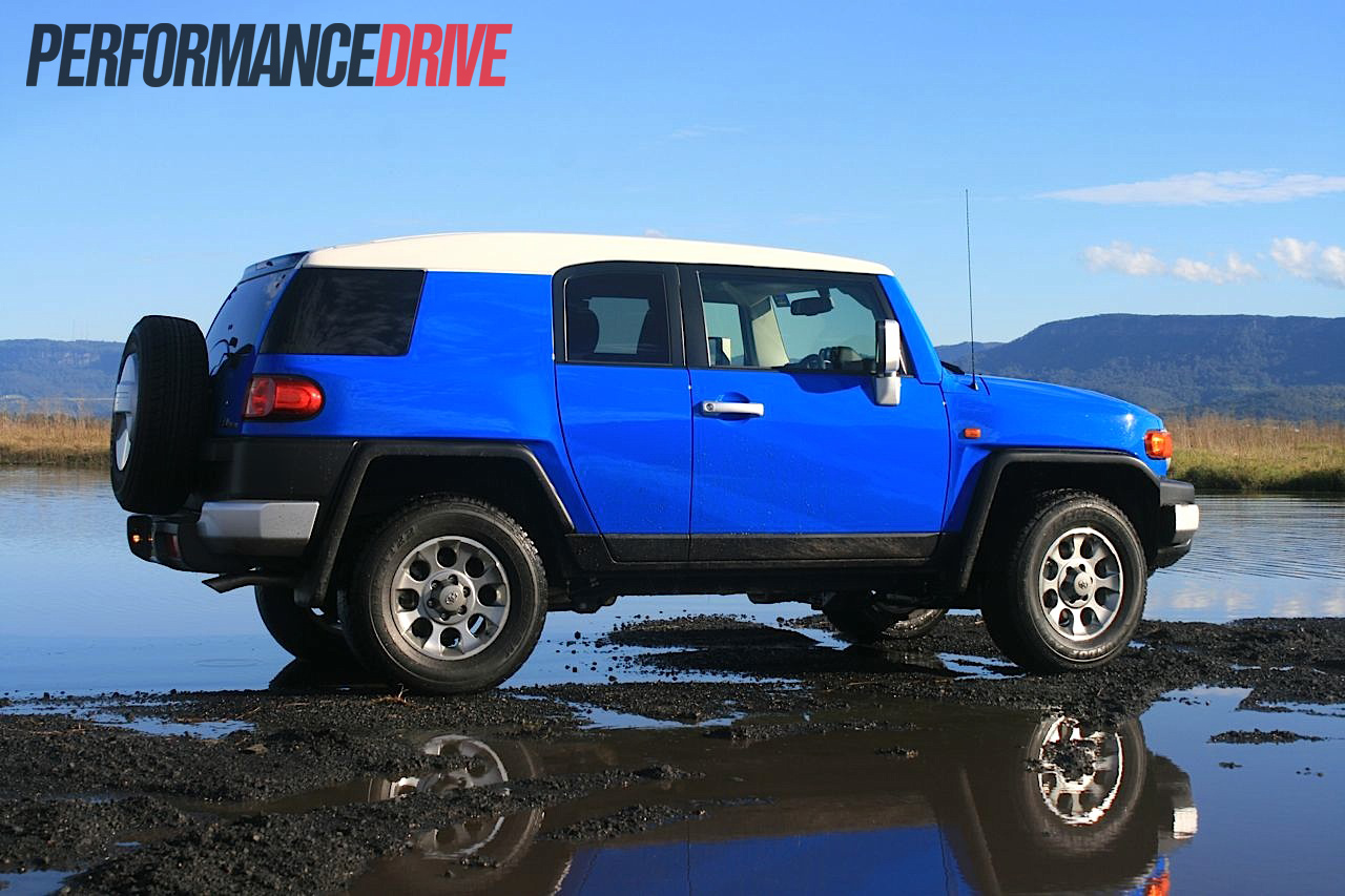 2012 toyota fj cruiser review performancedrive. Black Bedroom Furniture Sets. Home Design Ideas