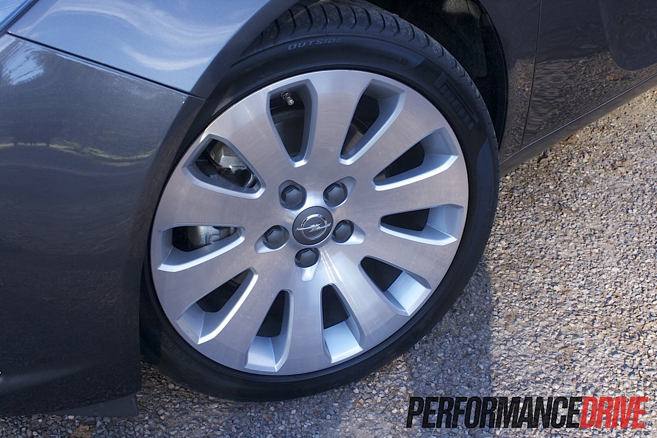 2012 Opel Insignia Select Sedan 19 Inch Alloy Wheels