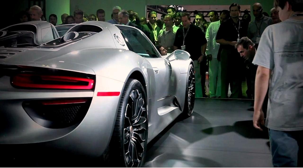 porsche 918 spyder production car revealed in video performancedrive. Black Bedroom Furniture Sets. Home Design Ideas