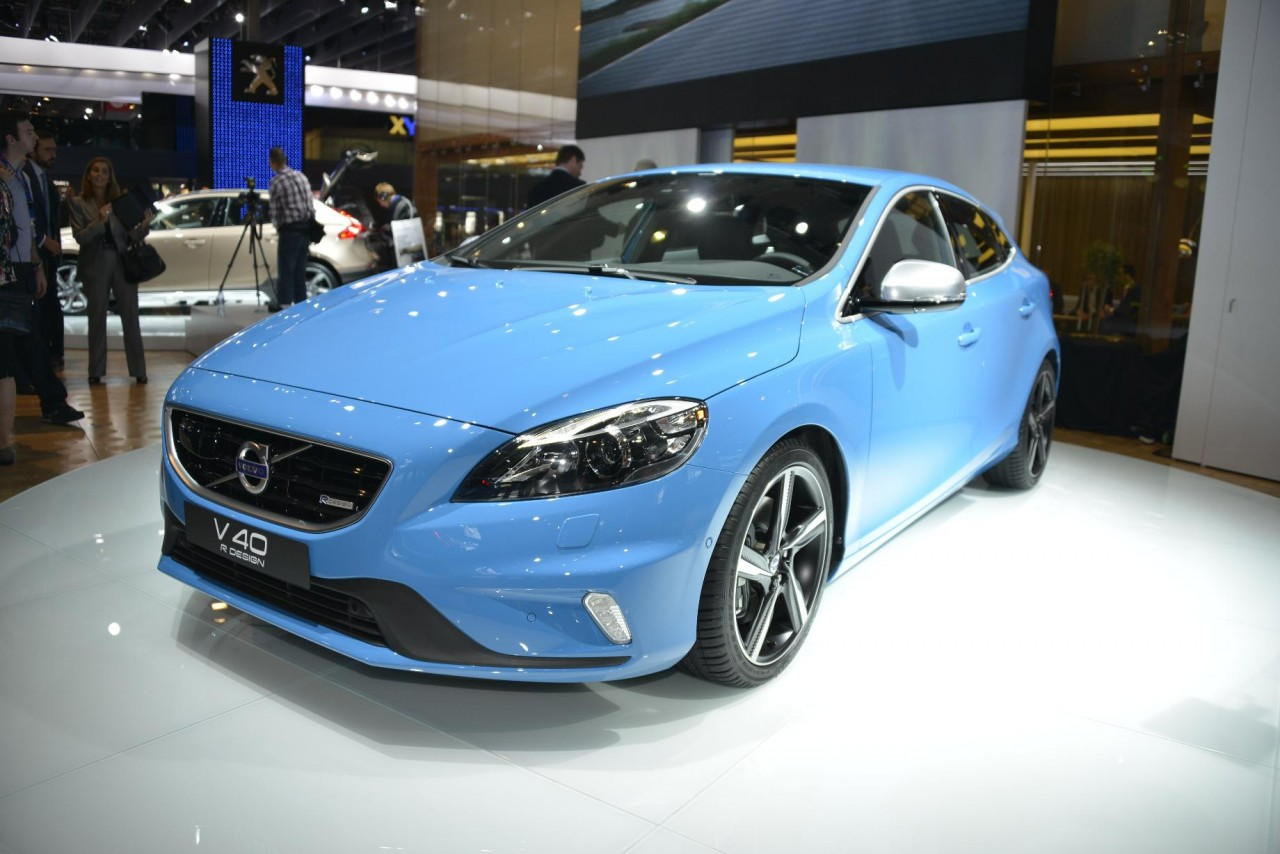 volvo v40 r design and cross country bow at paris. Black Bedroom Furniture Sets. Home Design Ideas