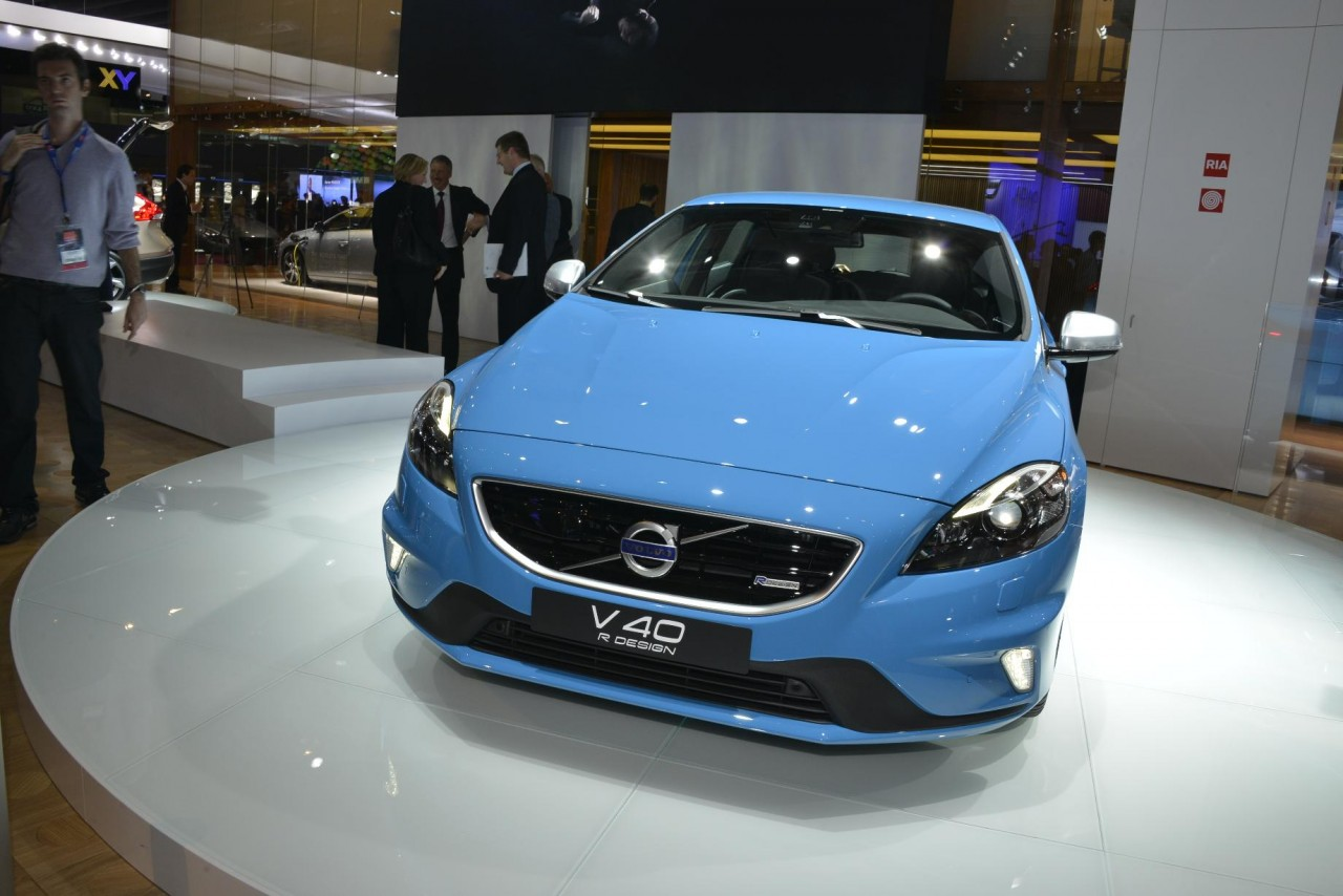 volvo v40 r design and cross country bow at paris performancedrive. Black Bedroom Furniture Sets. Home Design Ideas