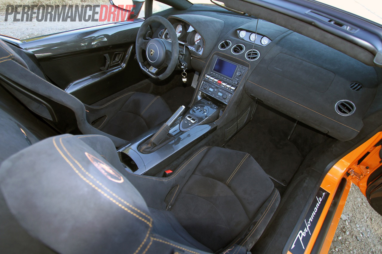 Lamborghini Gallardo LP 570-4 Spyder Performante interior