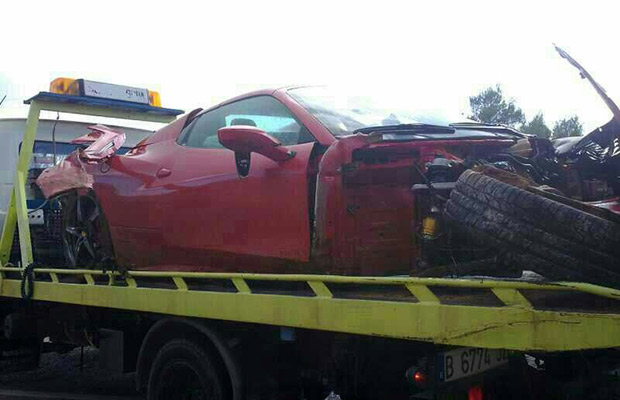 http://performancedrive.com.au/wp-content/uploads/2012/12/Ferrari-458-Spider-crash-4.jpg