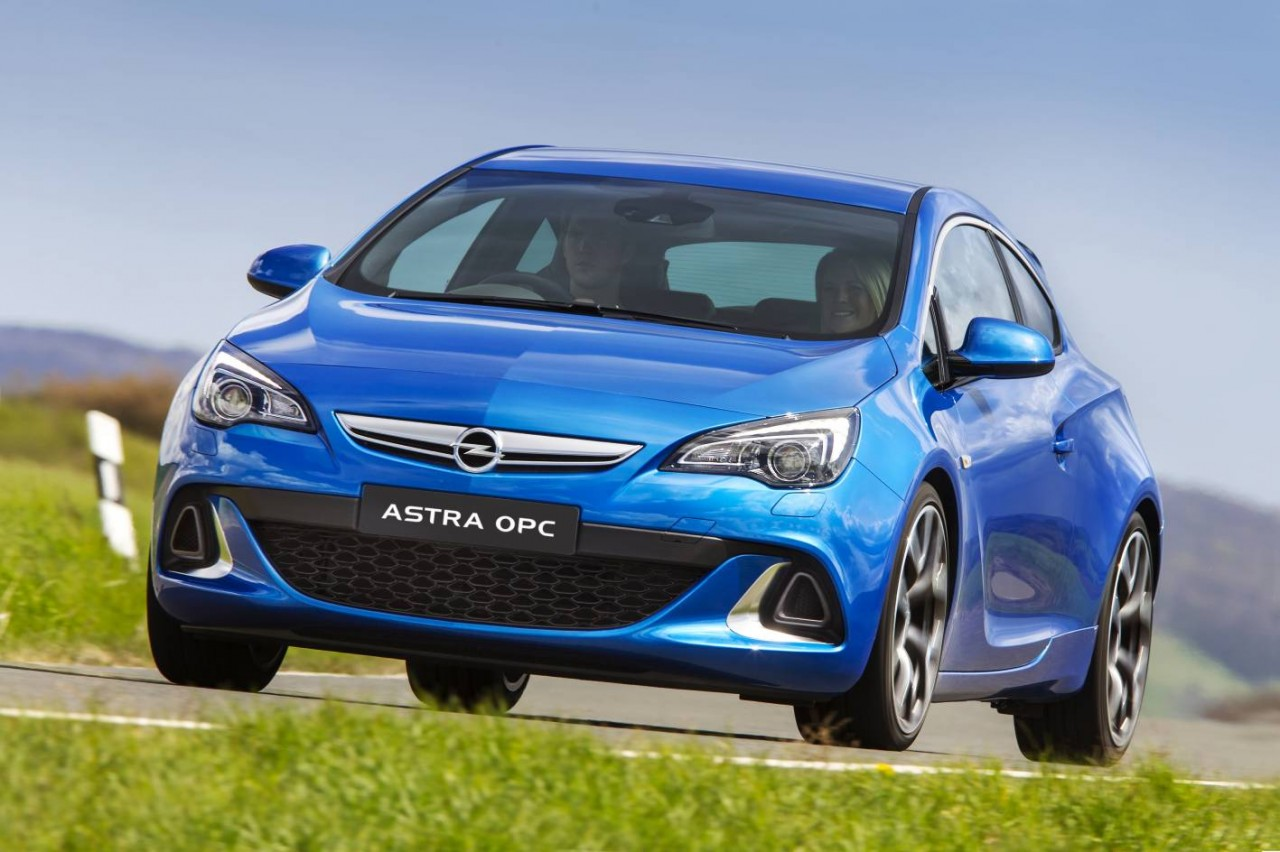 2012 opel astra gtc sport review video performancedrive. Black Bedroom Furniture Sets. Home Design Ideas