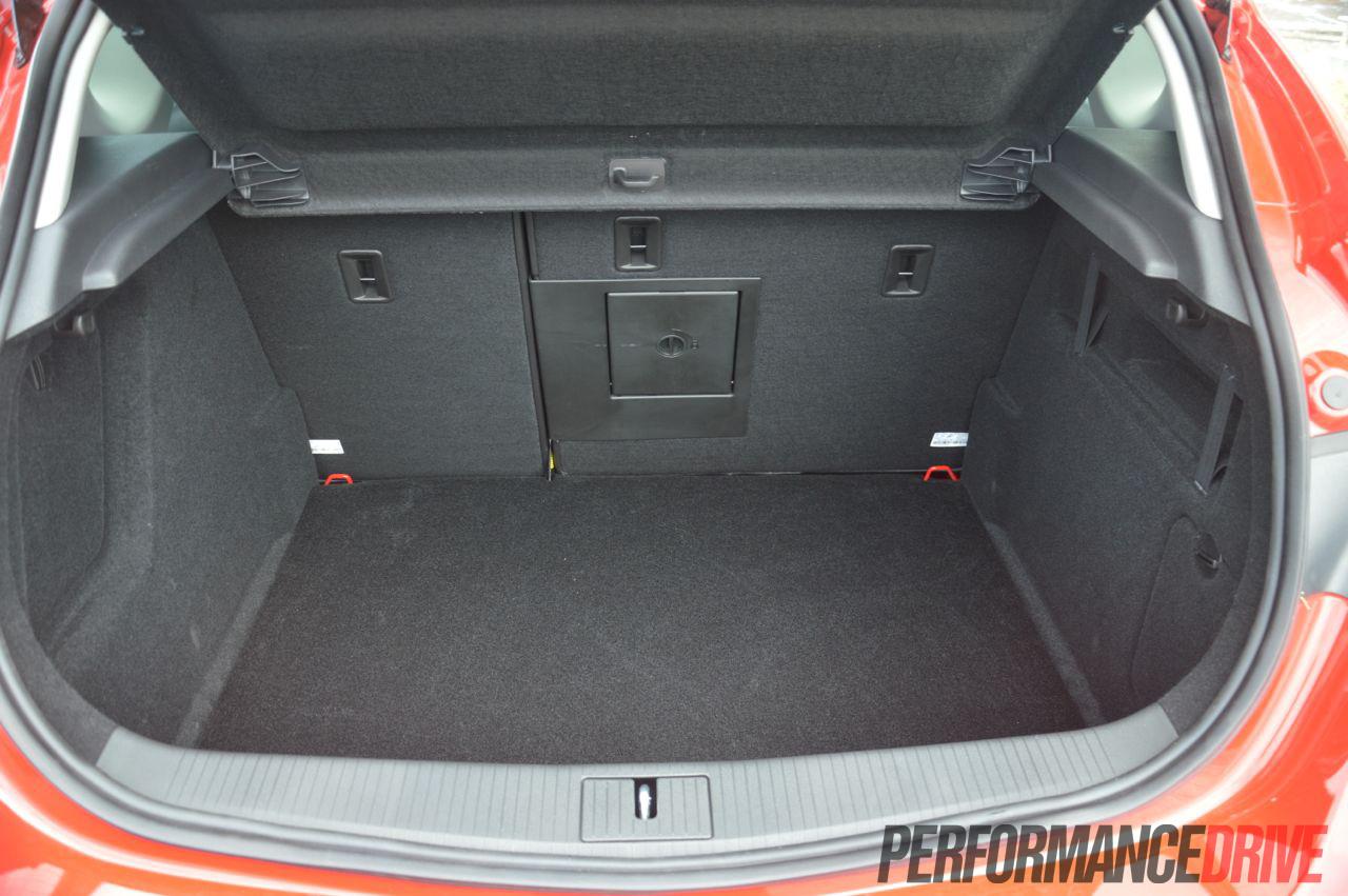 [Image: 2012-Opel-Astra-Sport-boot.jpg]