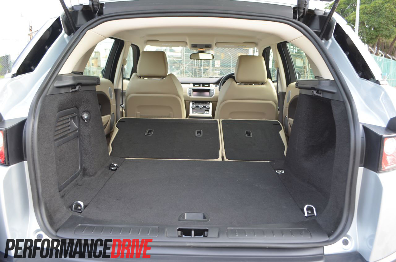 2012 range rover evoque pure sd4 laid down rear seat boot space. Black Bedroom Furniture Sets. Home Design Ideas