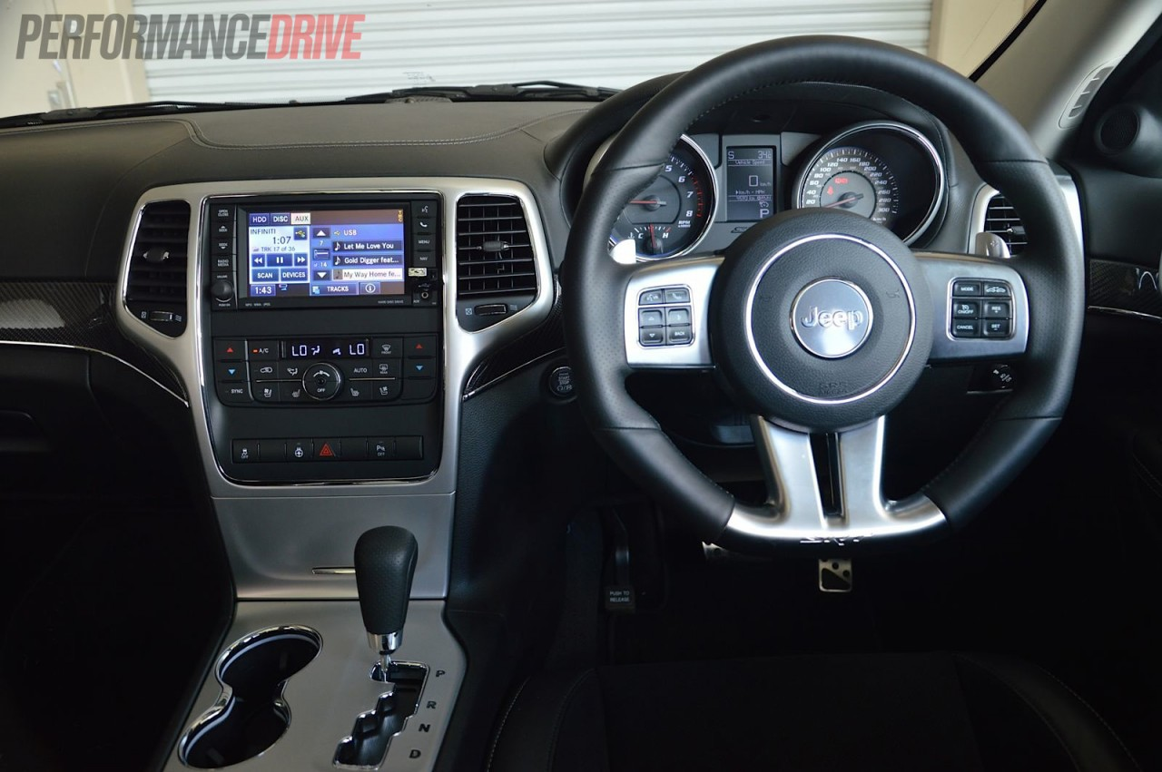 2013 jeep grand cherokee srt8 review video performancedrive. Black Bedroom Furniture Sets. Home Design Ideas