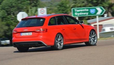 2013 Audi RS 4 Avant cornering