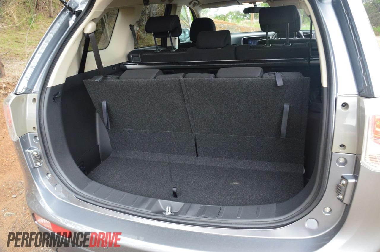 2013 Mitsubishi Outlander review - PerformanceDrive