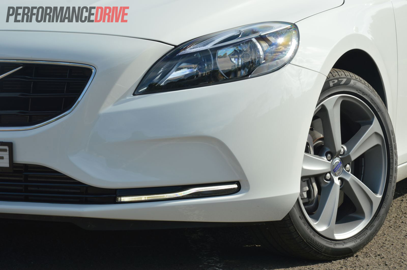 2013 Volvo V40 D4 LED daytime lights