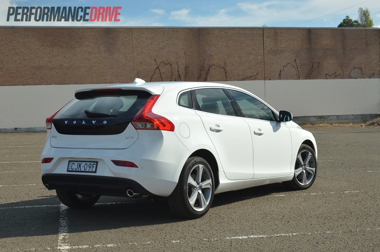 2013 volvo v40 d4 kinetic review video performancedrive. Black Bedroom Furniture Sets. Home Design Ideas