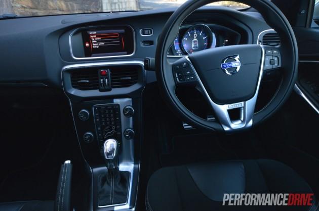 2013 Volvo V40 T5 dash