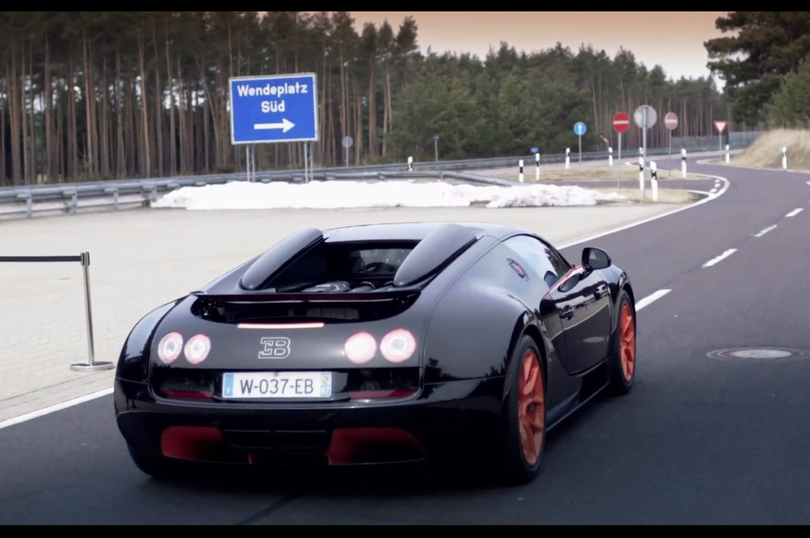 video bugatti veyron grand sport vitesse record speed run. Black Bedroom Furniture Sets. Home Design Ideas