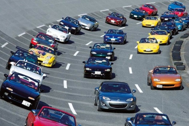 2010 Mazda MX-5 record parade-2