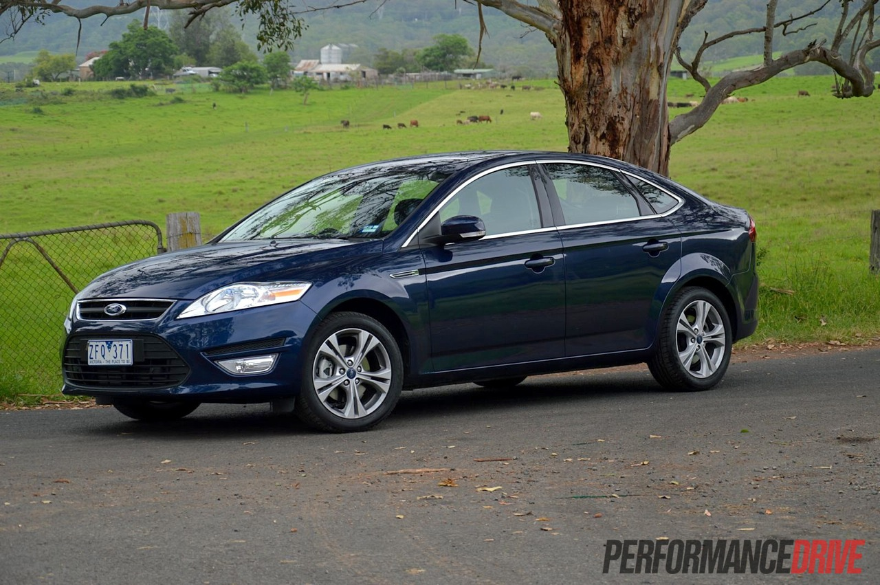 2013 ford mondeo zetec ecoboost review video performancedrive. Black Bedroom Furniture Sets. Home Design Ideas