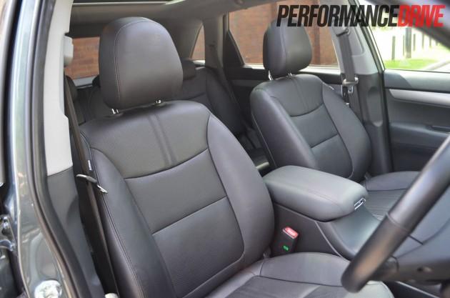 2013 Kia Sorento Platinum front seats