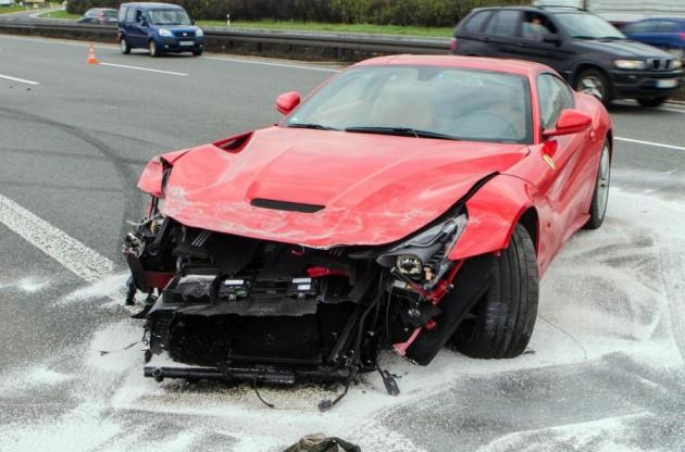 Ferrari F12 crash German autobahn-1