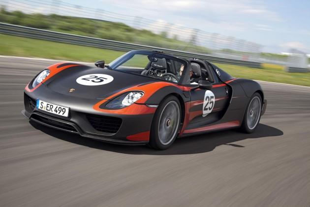 Porsche 918 Spyder driving