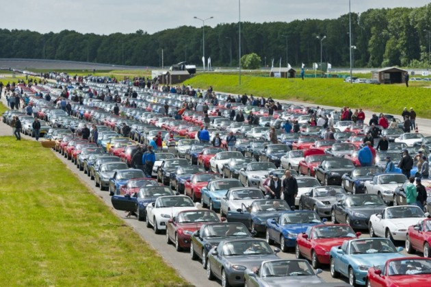 2013 Mazda MX-5 parade-Netherlands-1