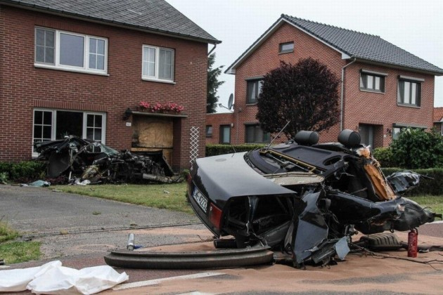Audi S8 crash splits car in half-Netherlands